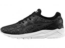 asics black trainer